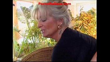 Nonna  matura vogliosa di cazzo giovane - granny hot cock