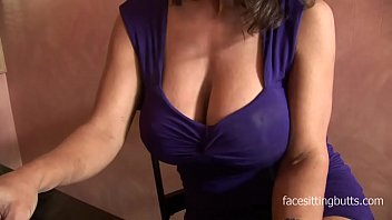 Barman cant resist this cougars huge cleavage 27 min