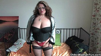 Chubby milf in stockings rubs one out