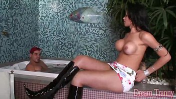 Sexy shemale Isabelly Ferraz gets her asshole drilled