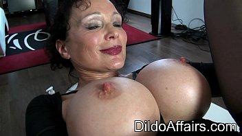 Dildoaffairs Sklavin Michaela O Brilliant 26 cm TSX Dildo Wham pink Preview