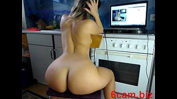 girl sexydea masturbating on live webcam