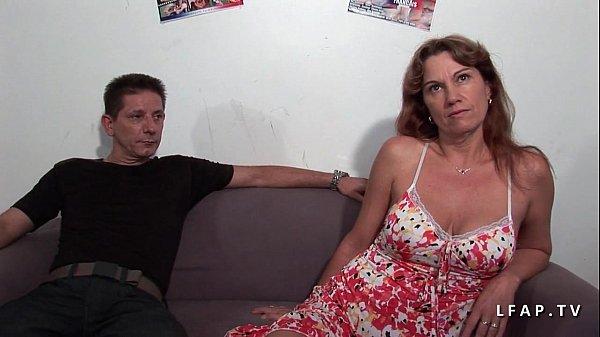 Milf libertine double penetree dans un gangbang avec son mec 35 min