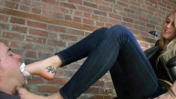 Presley's Sweaty Feet Challenge - www.c4s.com/8983/14572037