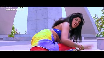 Sexy Bhojpuri song - super moves in bgrade dance by Indian babe