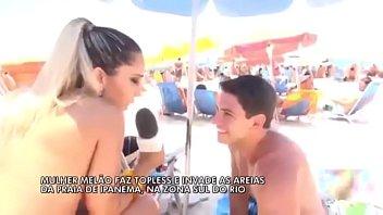 Mulher Melão Faz Topless - [Praia de Ipanema]