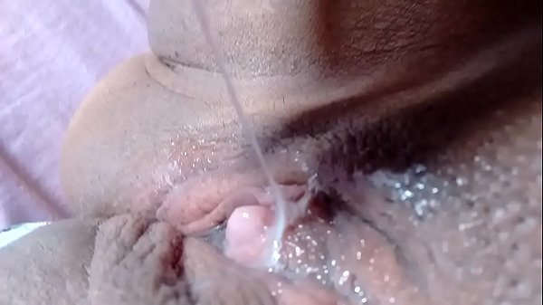 Adoro ler os comentários Greluda mostrando a buceta meladinha Bbw big clit showing juicy pussy