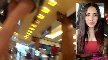 Upskirt a niña fresa en el mall