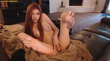 Beautiful English Girl Masturbates Live HD Webcam
