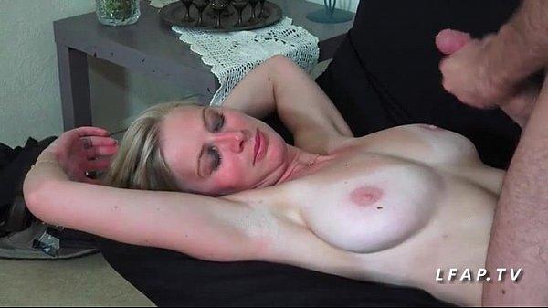 Magnifique babe francaise defoncee et couverte de sperme