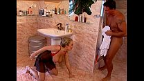 Tittenfick im Bad - Horny couple fucks in bathroom