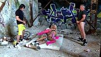 In der Ruine von drei Kereln hard gefickt - HD - german