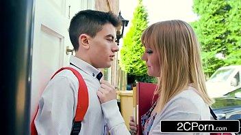 Fast Times On A First Date - Jordi & Hungarian Teen Jenny Diamond