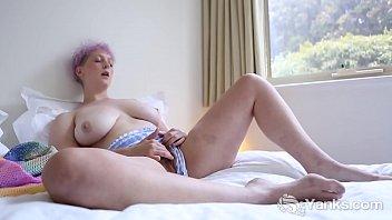 Yanks Beauty Vera Blue Rubs Her Hairy Snatch 6 min