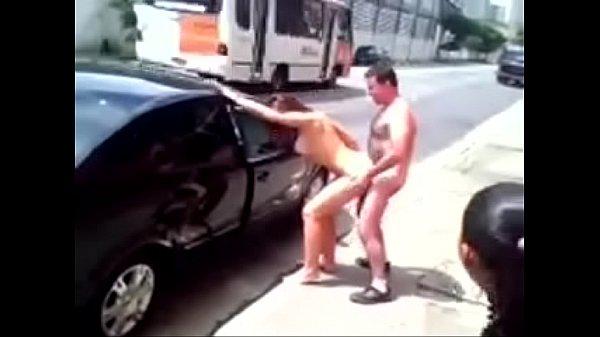 Tarados fudendo na rua em público