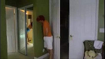 Flagrou a madrasta fudendo e meteu a vara também www.cadelanocio.com.br