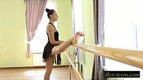 Sexy girl Regina does gymnastic acting