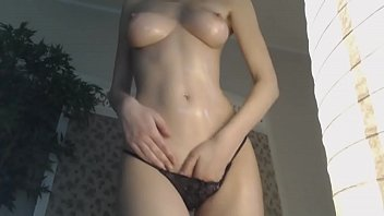 Super Sexy Babe Oils Herself Up on Cam - CamGirlsUntamed.com
