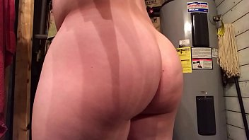 Guy shows off his thick booty