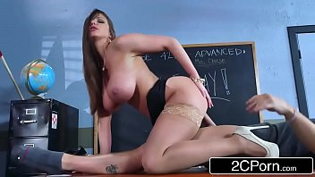 Sexy milf Brooklyn Chase teaches her student