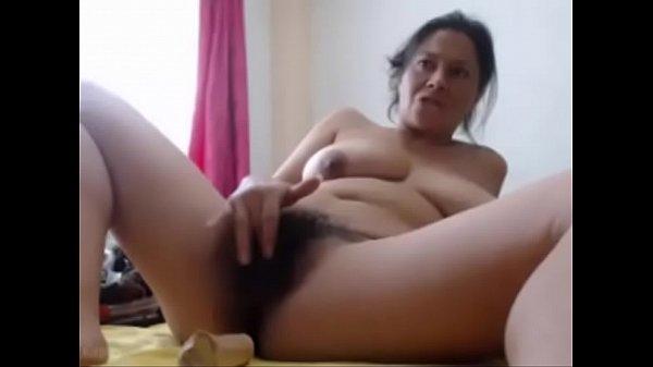 colombiana peluda masturbandose
