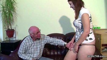 Opa bekommt seine Stief Enkelin zum Fick wenn Eltern weg 15 min