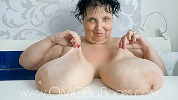 heavy bouncing tits