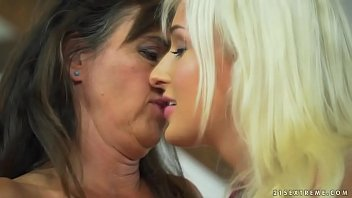 Mature woman and her y. lesbian friend - Mariana and Daisy Lee