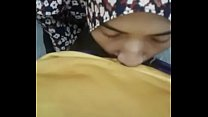 hijab girlfriend giving a blow @ asiansex.life