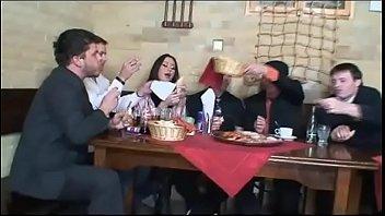 Di nascosto al ristorante (Full Porn Movie)