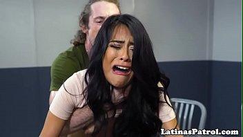 Latina immigrant sucks the US border patrol