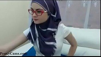 Skinny Hijab on Webcam - ProxyCams.com