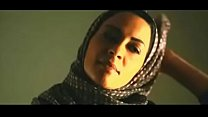 Muslim woman removes hijab to kiss white boyfriend 38 sec