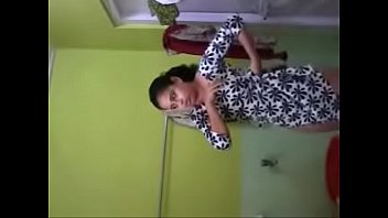 Bhabhi Self Recorded Fully Nude Bathing Clip