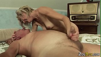 Milf pisses into mouth 6 min