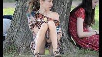 Chica muestra todo en el parque 42 sec
