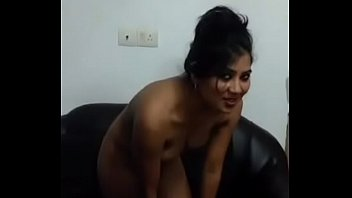 Desi girl showing boobs.... clear audio hindi