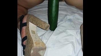 Pepino grosso na buceta