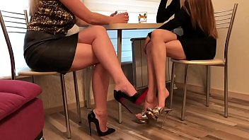 Cams4free.net - Sexy Girlfriends in Heels at Lunch Shoe Dangle