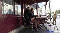 Sarah initie sa copine Eva à la double pénétration [Full Video]