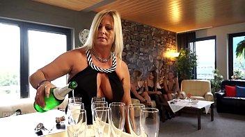 Ist der Mann mal nicht zu Hause - gibt es eine Frauensause .... praktische DildoParty
