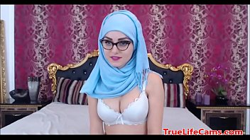 This Muslim has some nice tits 12 min
