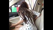 Chica se exhibe en una gasolinera 82 sec