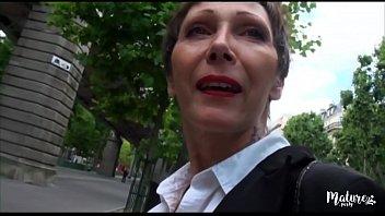 Carole mature veuve baisée par deux jeunes 15 min