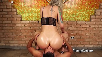 Big ass tranny ended fucked deep