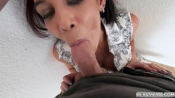 Bigtits mom gags on stepsons young cock as she suck it deep!