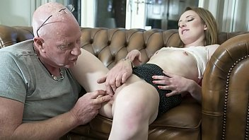 Old man fingers his online date pussy for the first time and she cums