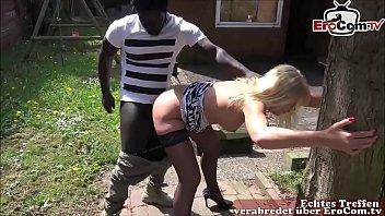 Deutsche reife Nachbarin fickt jungen schwarzen Nachbarin mit großem Schwanz