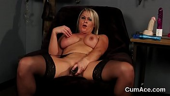 Kinky beauty gets sperm load on her face eating all the jizm