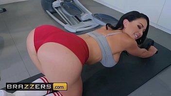 Big Wet Butts - (Brooke Beretta, Keiran Lee) - Workout Sex Club - Brazzers 10 min